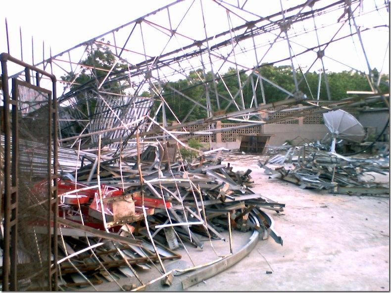 邹平电视发射塔铁塔倒塌